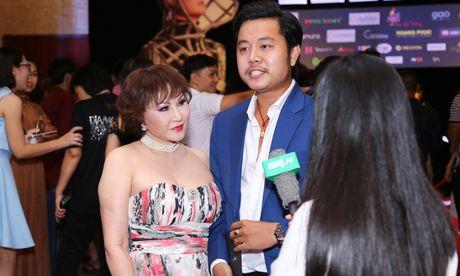 Vu Hoang Viet va nguoi tinh U60 tinh tu di xem show cua Mr. Dam - Anh 6