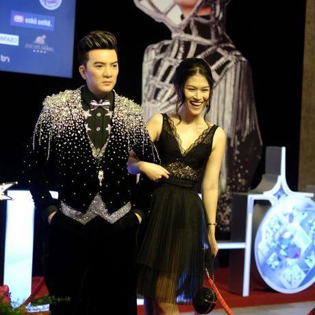 Vu Hoang Viet va nguoi tinh U60 tinh tu di xem show cua Mr. Dam - Anh 9