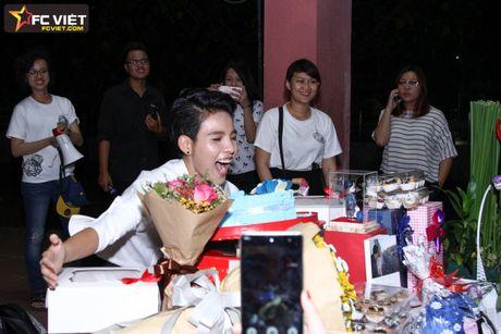 Vu Cat Tuong nhan 'nui' qua sinh nhat tu fans sau 'The Voice Kids' - Anh 1