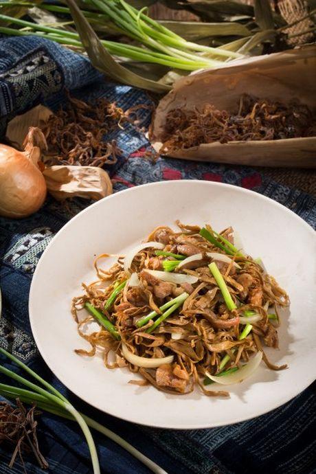 La mieng voi mang chua heo xao lon nuong - Anh 1
