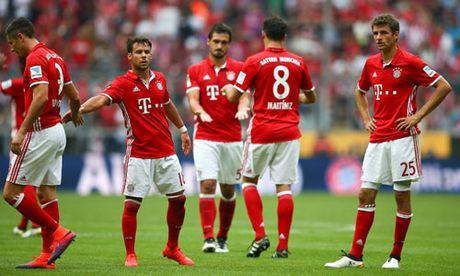 Bayern lan dau mat diem o Bundesliga - Anh 1