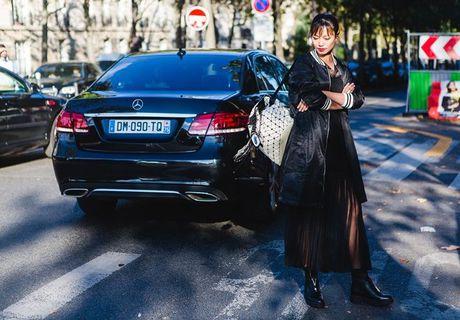 Trong thiet ke Do Manh Cuong, fashionista ThyThu lot top 10 street style tai Paris Fashion week - Anh 10