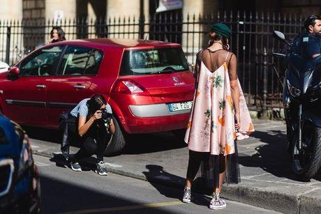 Trong thiet ke Do Manh Cuong, fashionista ThyThu lot top 10 street style tai Paris Fashion week - Anh 14