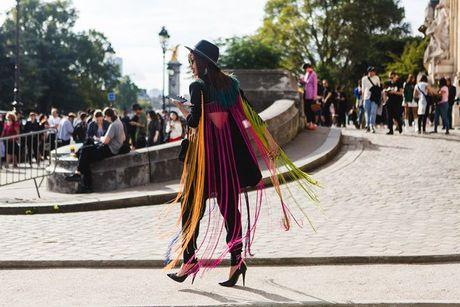 Trong thiet ke Do Manh Cuong, fashionista ThyThu lot top 10 street style tai Paris Fashion week - Anh 3