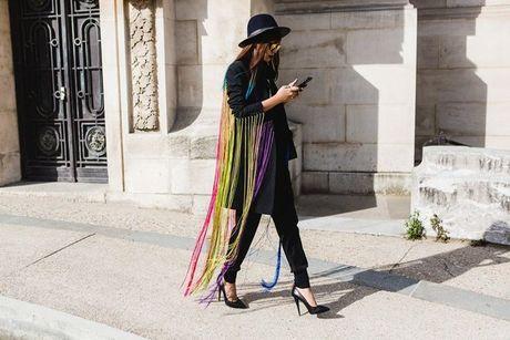 Trong thiet ke Do Manh Cuong, fashionista ThyThu lot top 10 street style tai Paris Fashion week - Anh 4