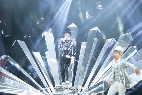 Dam Vinh Hung nen dau hat nhay cuc sung trong Diamond show hon 2 tieng ruoi - Anh 3