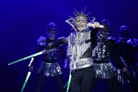 Dam Vinh Hung nen dau hat nhay cuc sung trong Diamond show hon 2 tieng ruoi - Anh 5