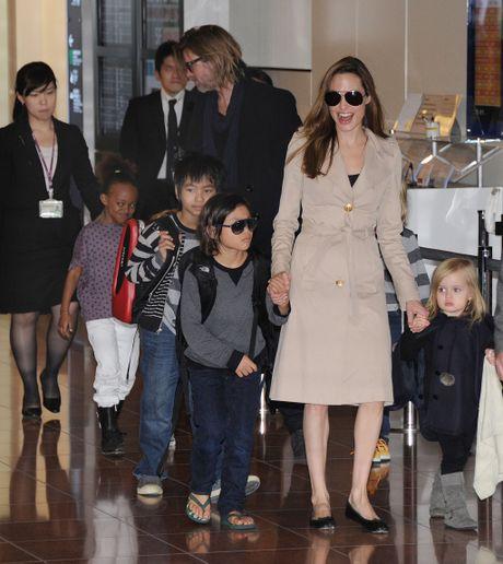Angelina Jolie va Brad Pitt: Chuyen tinh ngay ay dep nhu tho - Anh 6