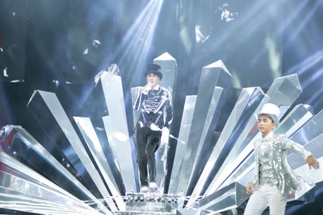 Man nhan voi 'sieu show' 12 ti dong, 600 bo trang phuc cua Mr Dam - Anh 10
