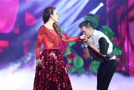 Man nhan voi 'sieu show' 12 ti dong, 600 bo trang phuc cua Mr Dam - Anh 18