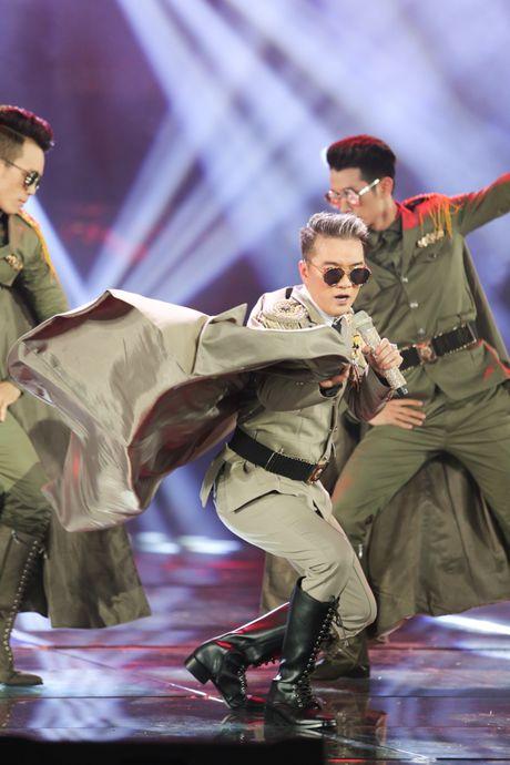 Man nhan voi 'sieu show' 12 ti dong, 600 bo trang phuc cua Mr Dam - Anh 24