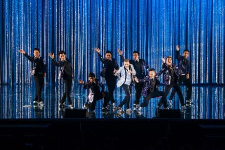 Man nhan voi 'sieu show' 12 ti dong, 600 bo trang phuc cua Mr Dam - Anh 7