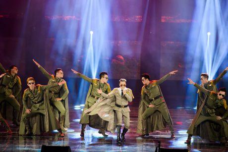 Man nhan voi 'sieu show' 12 ti dong, 600 bo trang phuc cua Mr Dam - Anh 9
