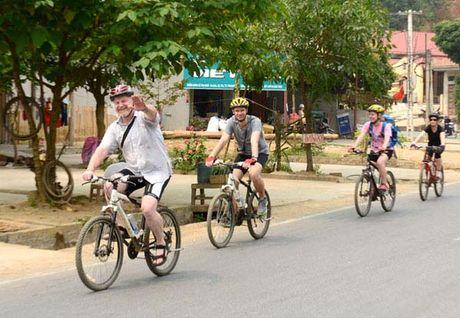 9 thang, du lich Lao Cai da hoan thanh tren 84% ke hoach nam - Anh 1
