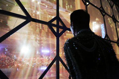 Live show Dam Vinh Hung: Mau me, diem dua va lam qua! - Anh 1