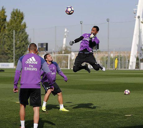 Ronaldo va dong doi gong minh chup anh hai huoc - Anh 10