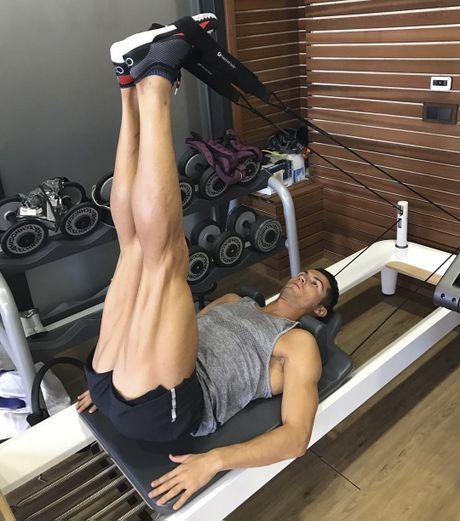 Ronaldo va dong doi gong minh chup anh hai huoc - Anh 3