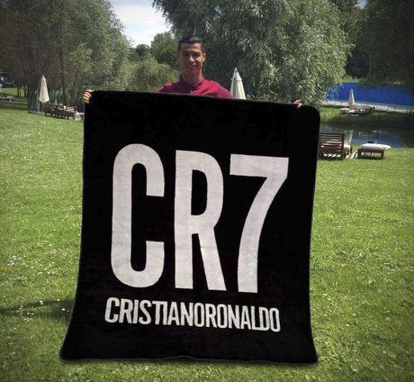 Ronaldo va dong doi gong minh chup anh hai huoc - Anh 5