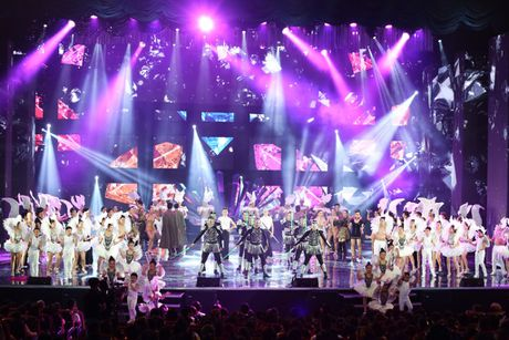 Nhung dieu khac nguoi o live show cua Dam Vinh Hung - Anh 1