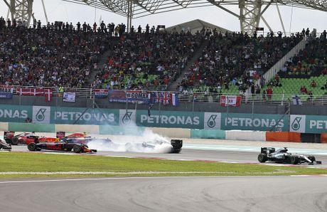 Xe boc chay khien Hamilton bo cuoc tai Malaysian GP - Anh 10
