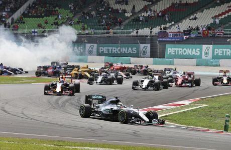 Xe boc chay khien Hamilton bo cuoc tai Malaysian GP - Anh 1