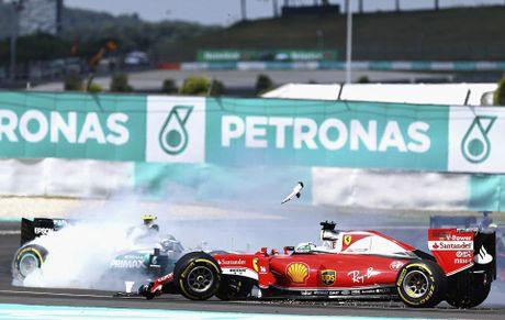Xe boc chay khien Hamilton bo cuoc tai Malaysian GP - Anh 8