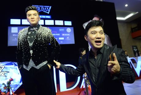 Dan sao Vpop tap nap xem live show Dam Vinh Hung - Anh 4