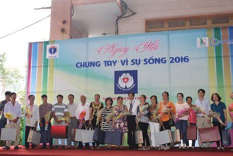 Hang tram nguoi dang ky hien tang mo, tang chung tay vi su song - Anh 3