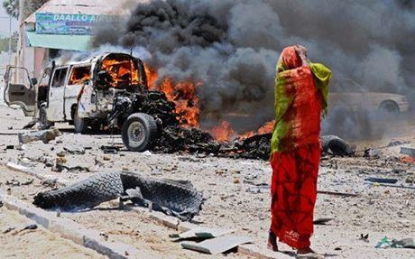 Danh bom lieu chet o Somalia, 3 nguoi thiet mang - Anh 1