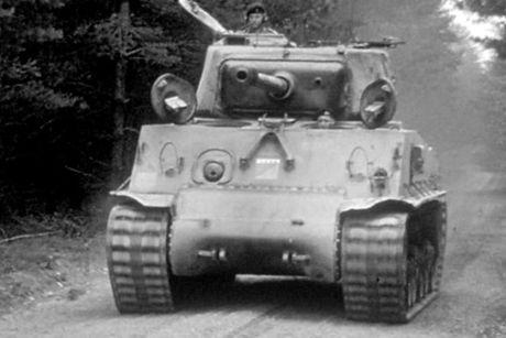 Chiem nguong xe tang hang trung M4A2 Sherman cua My va Canada - Anh 7