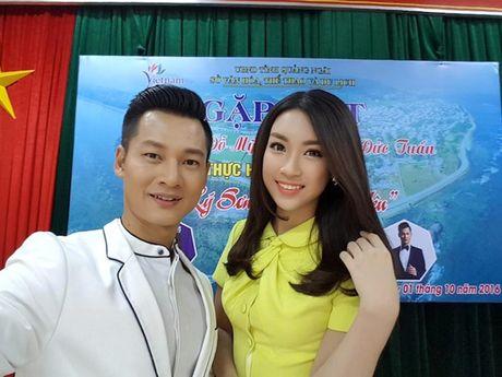 Hoa hau Do My Linh cat toc ngan, khoe nhan sac rang ro - Anh 8