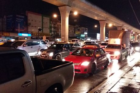 Bangkok cung chiu canh ngap lut kinh hoang nhu TP.HCM - Anh 8
