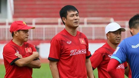 HLV Huu Thang chon ai lam 'pho tuong'? - Anh 1