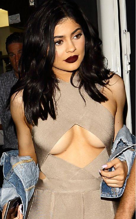 Chi em Kardashian lang xe triet de ao lo chan nguc - Anh 8