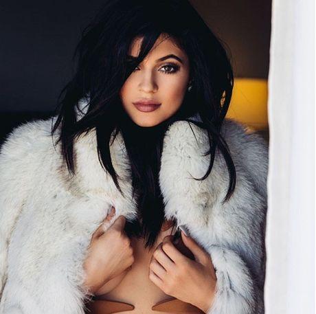 Chi em Kardashian lang xe triet de ao lo chan nguc - Anh 9