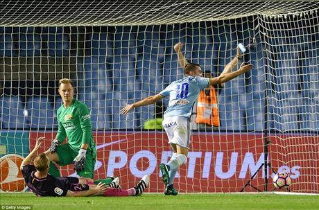 Gerard Pique lap cu dup, Barca van thua soc Celta Vigo - Anh 2