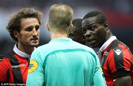 Mario Balotelli lai gay sot tren dat Phap - Anh 2
