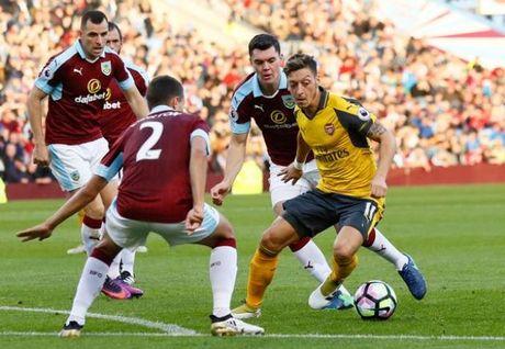 5 diem nhan sau tran Burnley 0-1 Arsenal: Bo mat ung cu vien - Anh 2