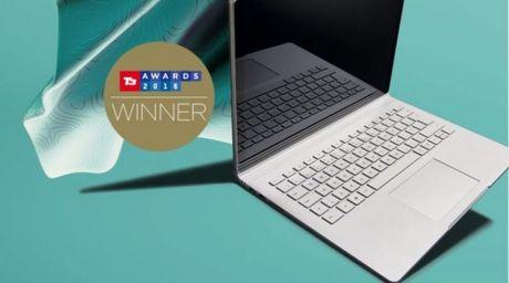 Microsoft Surface Book gianh giai thuong danh gia tai Anh - Anh 1