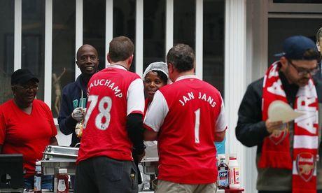 CDV Arsenal lo tran dau vi tau hoa dam phai dan bo - Anh 1