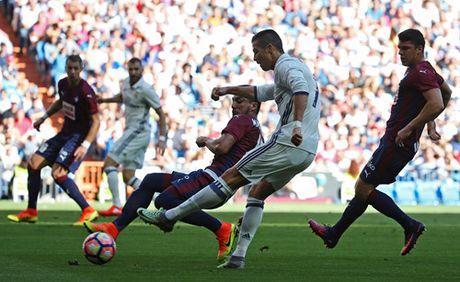 Real Madrid hoa 4 tran lien tiep: Nguy that roi, Zidane! - Anh 3