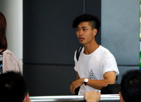 Cong Phuong deo khuyen tai sanh dieu, Tuan Anh bit khau trang kin mit - Anh 2