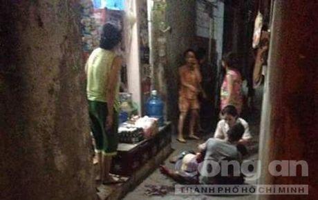 Truy sat kinh hoang o ngo cho Kham Thien, 2 nguoi bi thuong nang - Anh 1