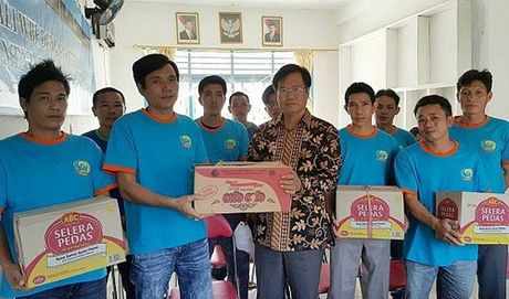 Indonesia trao tra 51 ngu dan Viet Nam - Anh 1