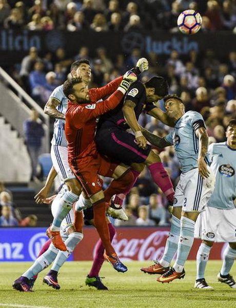 Thua tran cau 7 ban thang, Barcelona vuot ngoi dau La Liga - Anh 2