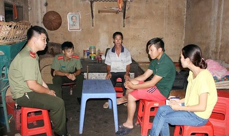 Lao dong 'chui' vo mong noi dat khach - Anh 1