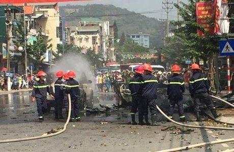 Quang Ninh: No o to, 2 nguoi chet tham - Anh 2