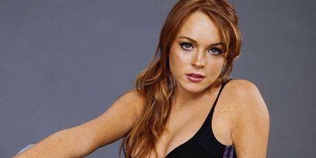 Lindsay Lohan dut nua ngon tay, nguoi ham mo choang vang - Anh 2