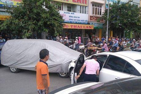 Hoang hon 'bay giet nguoi' co khap noi tren pho phuong Ha Noi - Anh 3