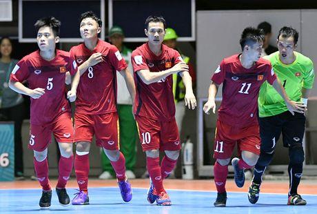 Doi tuyen futsal Viet Nam nhan giai phong cach World Cup - Anh 1